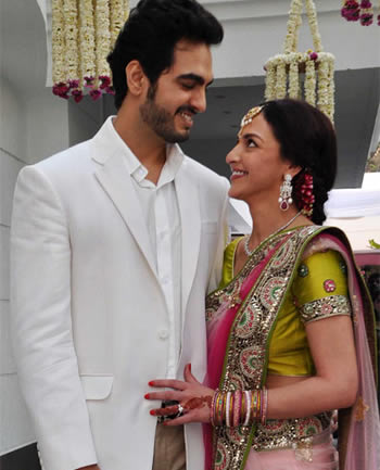 Esha Deol who is newly engaged to businessman boyfriend Bharat Takhtani,Love Quotes /love stories   – Inspirational Pictures, Quotes and Motivational Thoughts