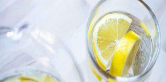 10 great reasons to drink lemon water