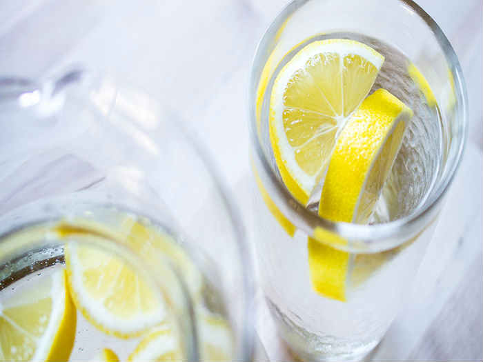 10 great reasons to drink lemon water